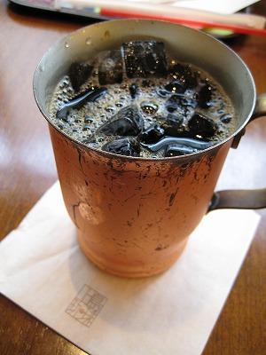 上島珈琲店のアイスコーヒーは銅製マグで冷え冷え!