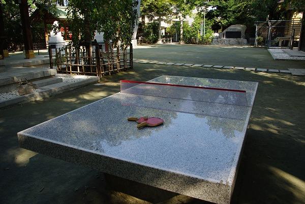 石の卓球台@新田神社