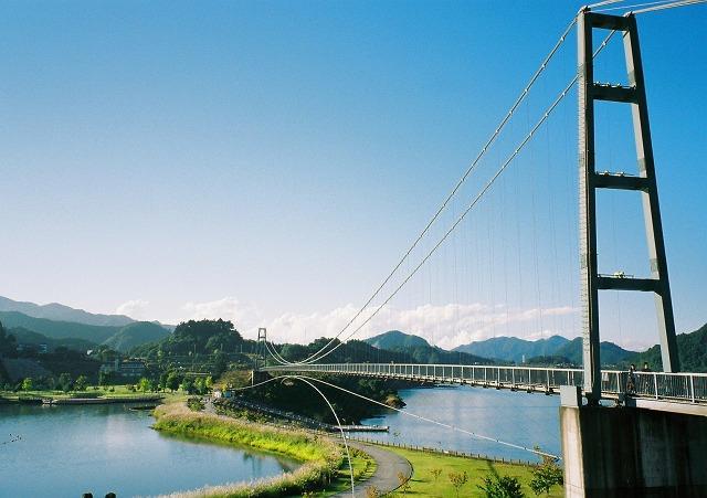 宮ヶ瀬湖 水の郷大つり橋