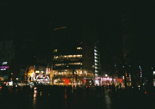 明るさを失った渋谷の夜