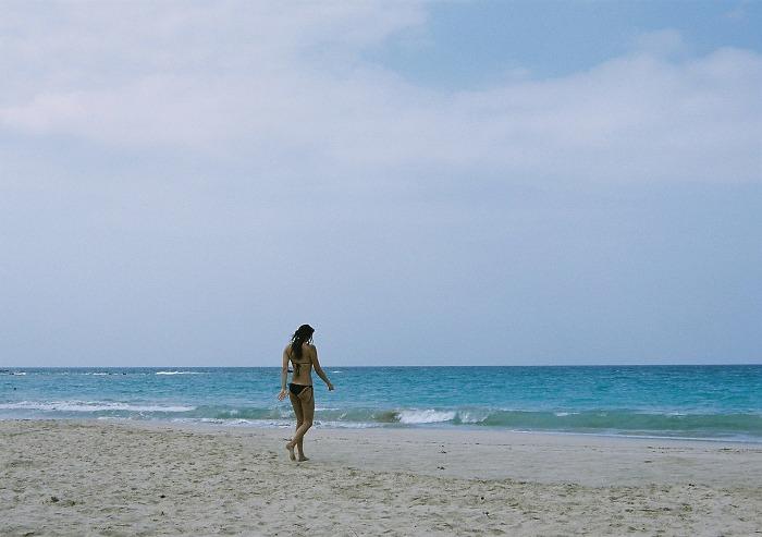 マウナケアビーチ_ナイスバディ水着美女