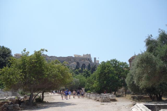 古代アゴラからアクロポリスを望む