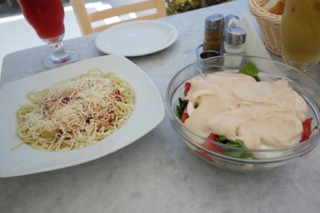 Cafe Frola ナポリタンとサラダ