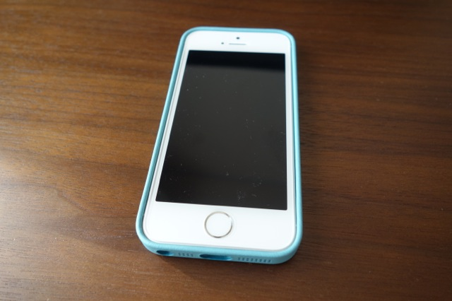iPhone5s純正ケース装着オモテ側