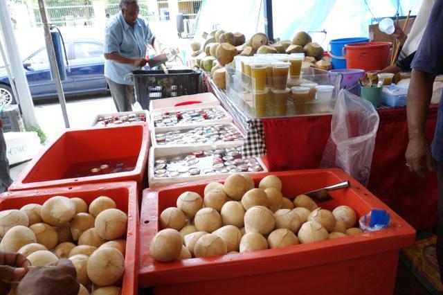 シンガポール リトルインディアのココナッツジュース売り場