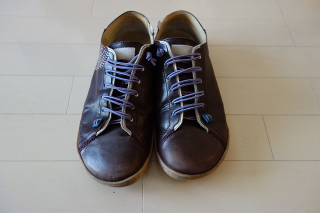 履き古しのカンペールの靴