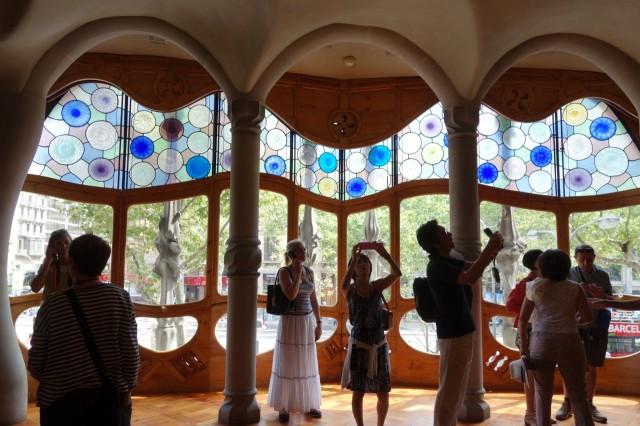 カサ・バトリョのステンドグラス窓カサ・バトリョのステンドグラス窓