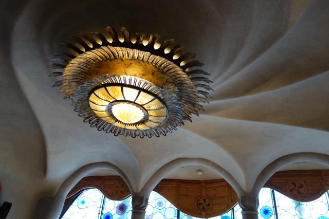 カサ・バトリョ天井の照明