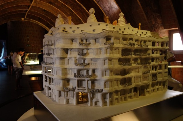 カサ・ミラ模型