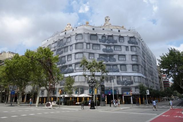 [バルセロナ] カサ・ミラは外装工事中でした