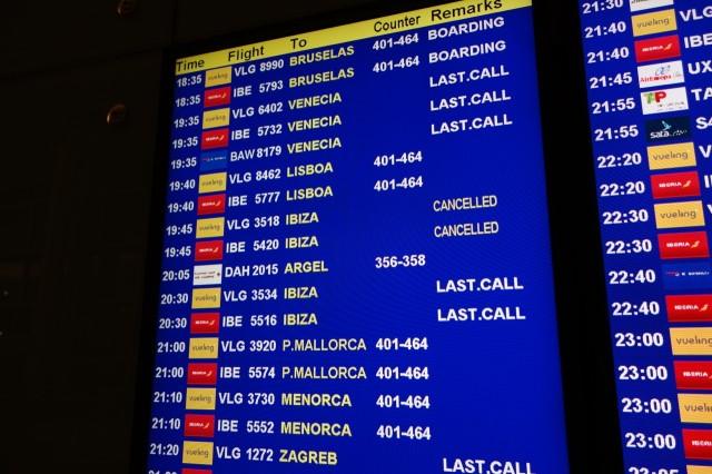 Vueling航空欠航の電光掲示板