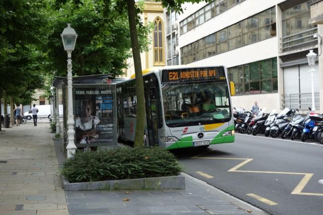 サンセバスチャン市街のバス停