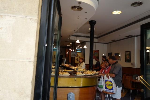 サンセバスチャンのカフェ内部