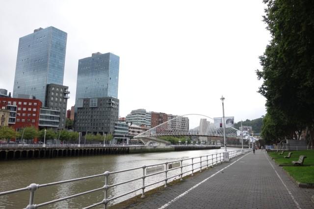 ズビズリ橋と磯崎タワー