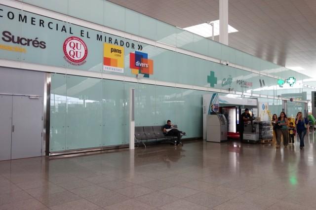 バルセロナ空港のベンチ