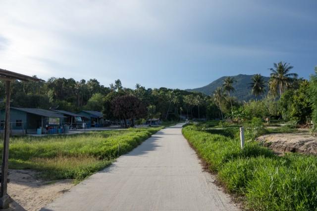 サンライズビーチへの道