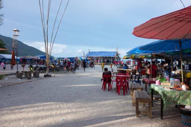 リペ島で地元のダンス祭りに遭遇