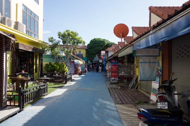 昼のウォーキングストリート