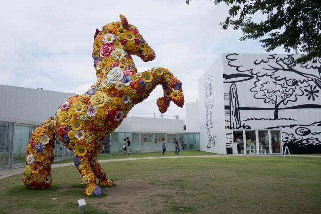 十和田市現代美術館はポップな空間でした