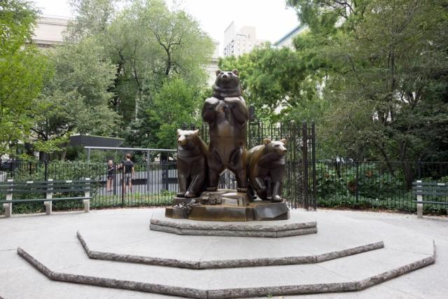 クマの銅像