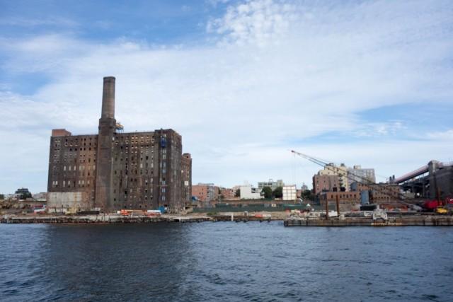 工場跡地の建物