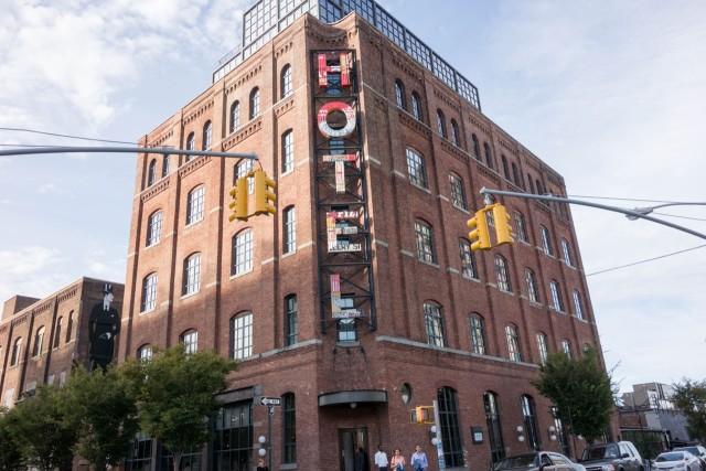 ブルックリン、ワイスホテルのルーフトップバーで飲むビールは最高!