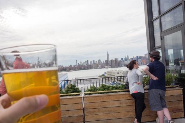 テラスで飲むビールは最高