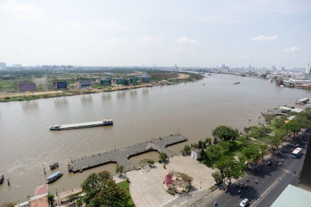 部屋からの眺め(サイゴン川)