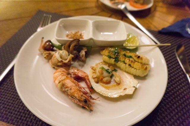 SALINDA RESORTで夕食(魚介バーベキュー)