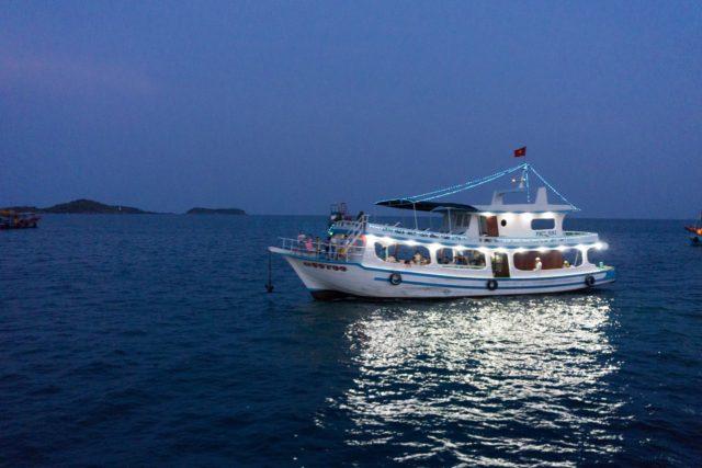 他のイカ釣り漁船