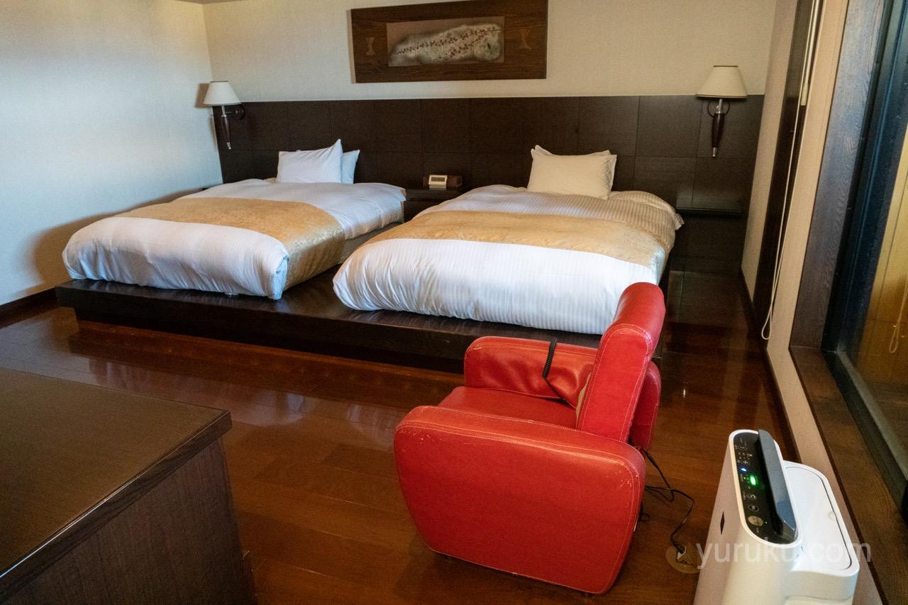 2階のベッドとマッサージ機