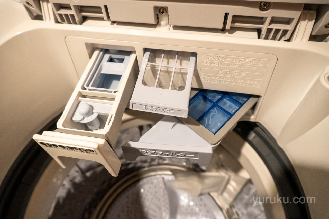洗剤投入口、吸気フィルター、排気フィルターを開けたところ