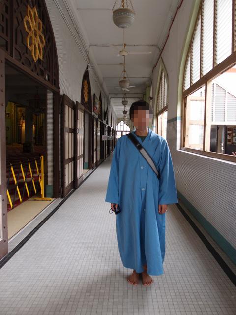 サルタン・モスク内部と借りた服装